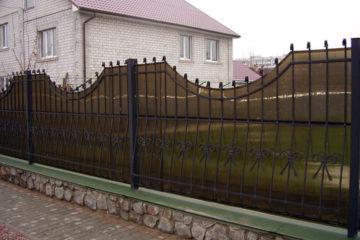 Забор из сотового